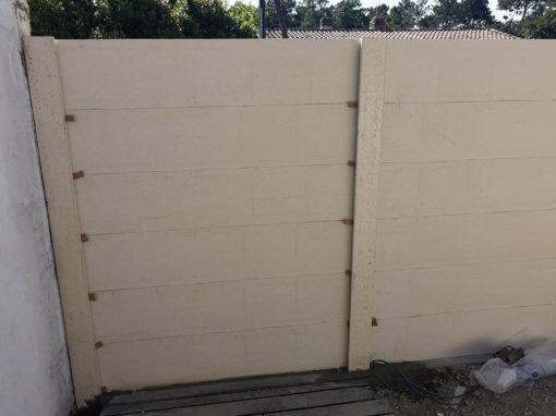 clôture béton imitation bois avec portail