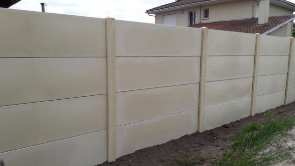 clôture béton lisse ton pierre