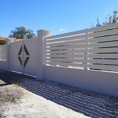 Clôture lisse plus portail deux vantaux en aluminiim bi-coloris